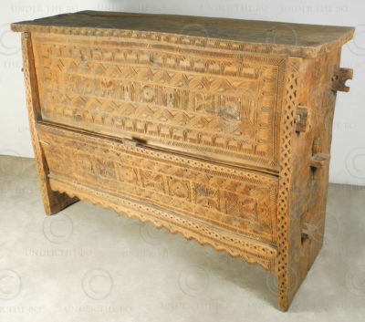 Afghan carved chest F15C.  Pachahi valley, Nuristan, Afghanistan.