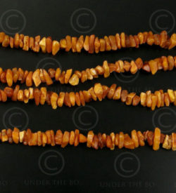 Rough amber necklace 12VN22. France, Northern European origin.