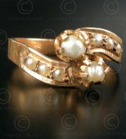 Bague or perles R267. Bague en or 18 carats sertie de huit perles de Bassorah. T