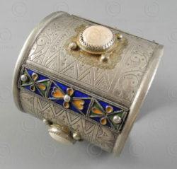 Berber silver bracelet B204. Ethnic Berber culture, Morocco.