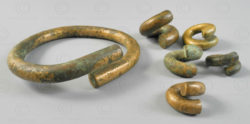 Borneo twisted brass earrings BO244. Iban Dayak groups, West Kalimanatan, Indone