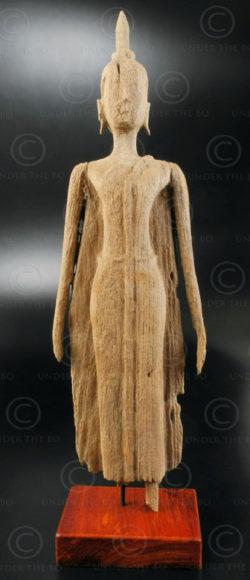 Boudhha debout bois érodé T398A. Statue de Bouddha debout en bois de teck érodé.