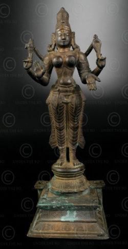 Parvati debout bronze 16P1. Tamil Nadu, Inde du sud.