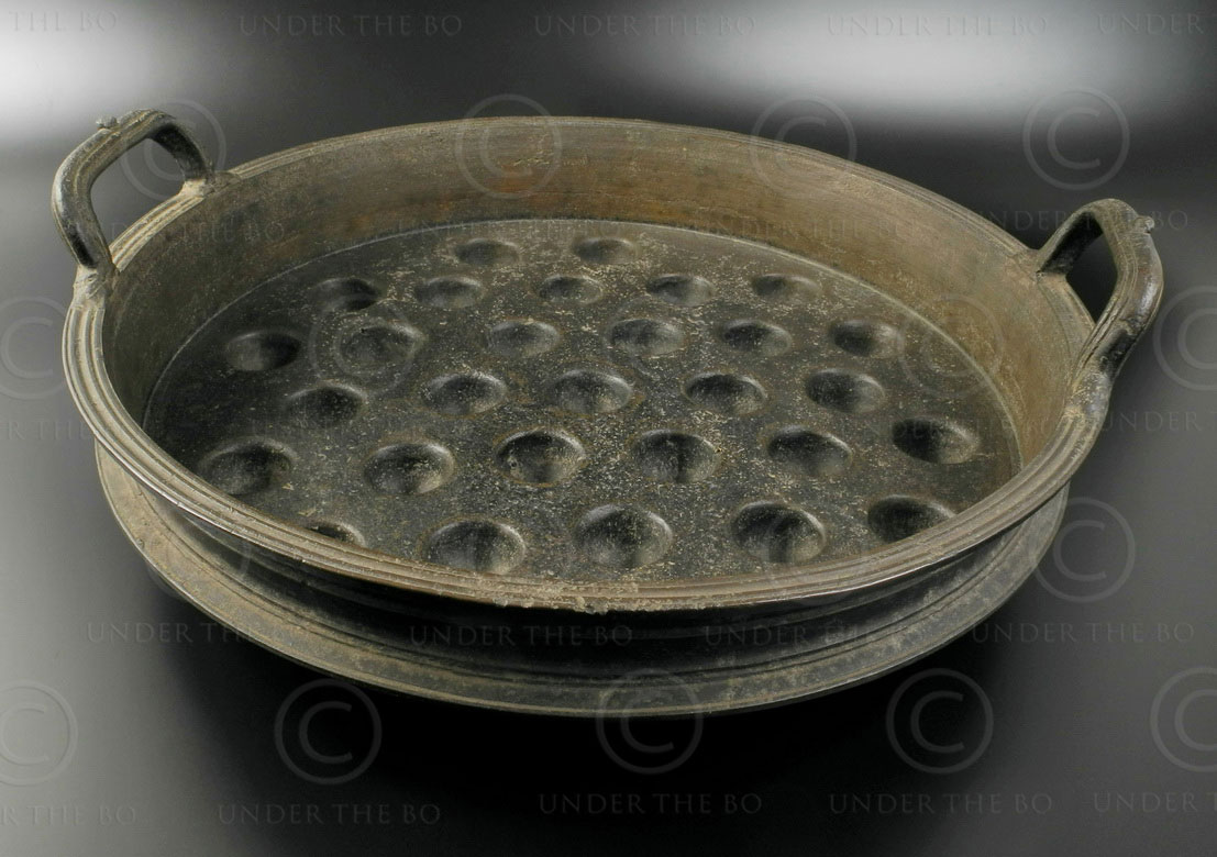 Bronze cooking basin IN505. Kerala state, Southern India.