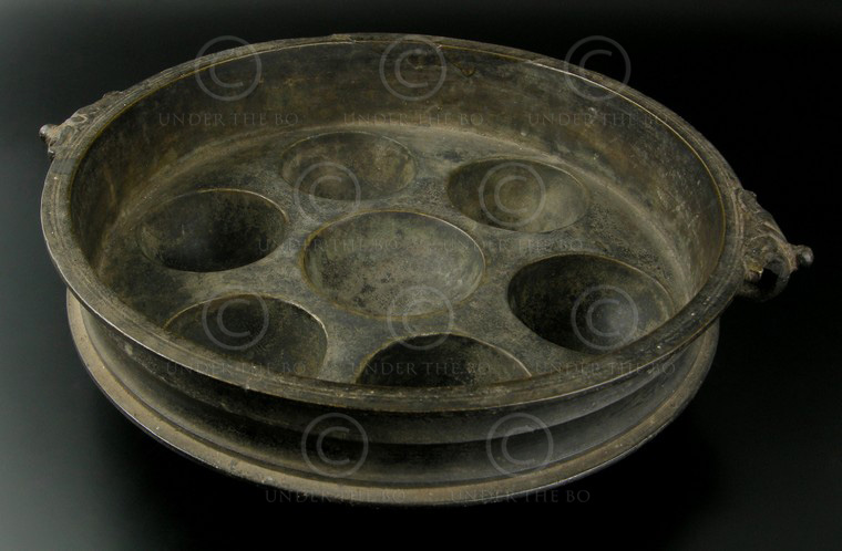 Bronze cooking dish IN569. South India.