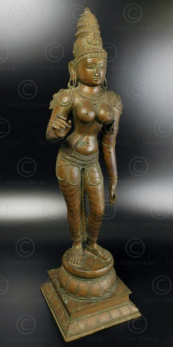 Bronze standing Sivagami 09KB4A. Chola period style. Tamil Nadu, Southern India.