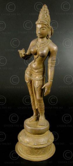 Bronze standing Parvati 09KB4C. Tamil Nadu, Southern India.