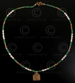 Collier avec émeraudes et pendantif Durga No.579
