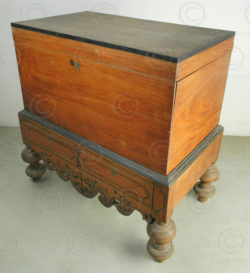 Colonial chest i2-98. Dutch style. India. Jackwood, ebony, brass.
