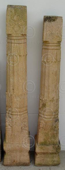 Colonnes granite I3-03. Deux colonnes similaires en granite rose. Tamil Nadu, Su
