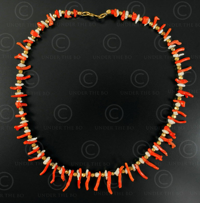 Necklace with red coral, pearls and gold 550