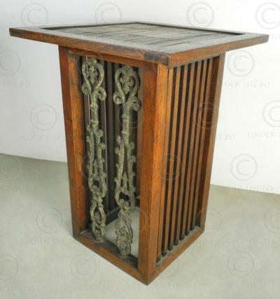 Display table FV33B. Design François Villaret, Under the Bo workshop, Thailand.