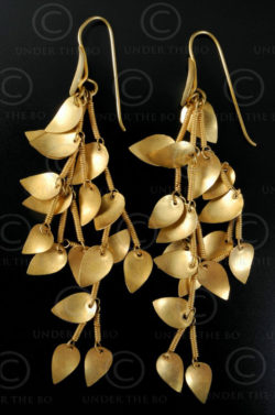Leaves gold earrings E190. North India.