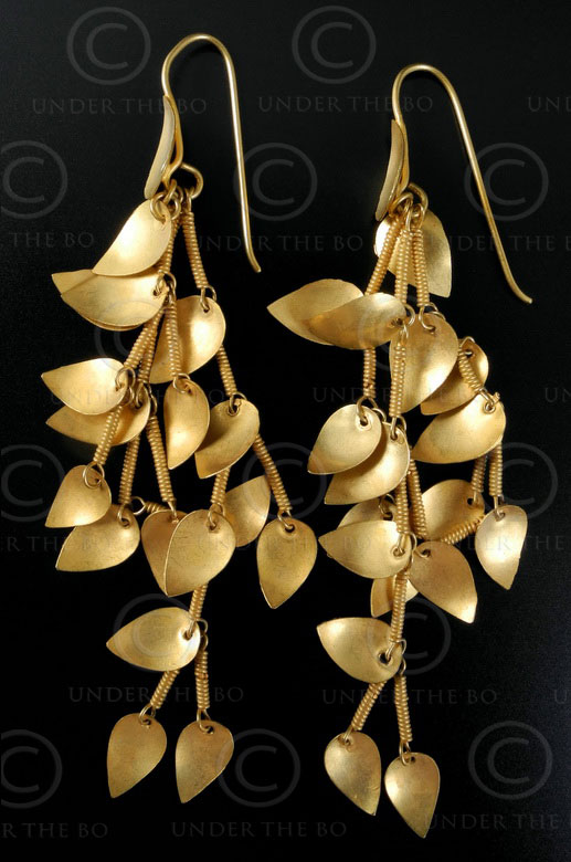 Leaves gold earrings E190. North India.