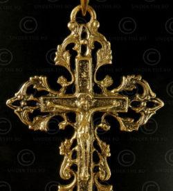 Gold Christian cross P167. India.