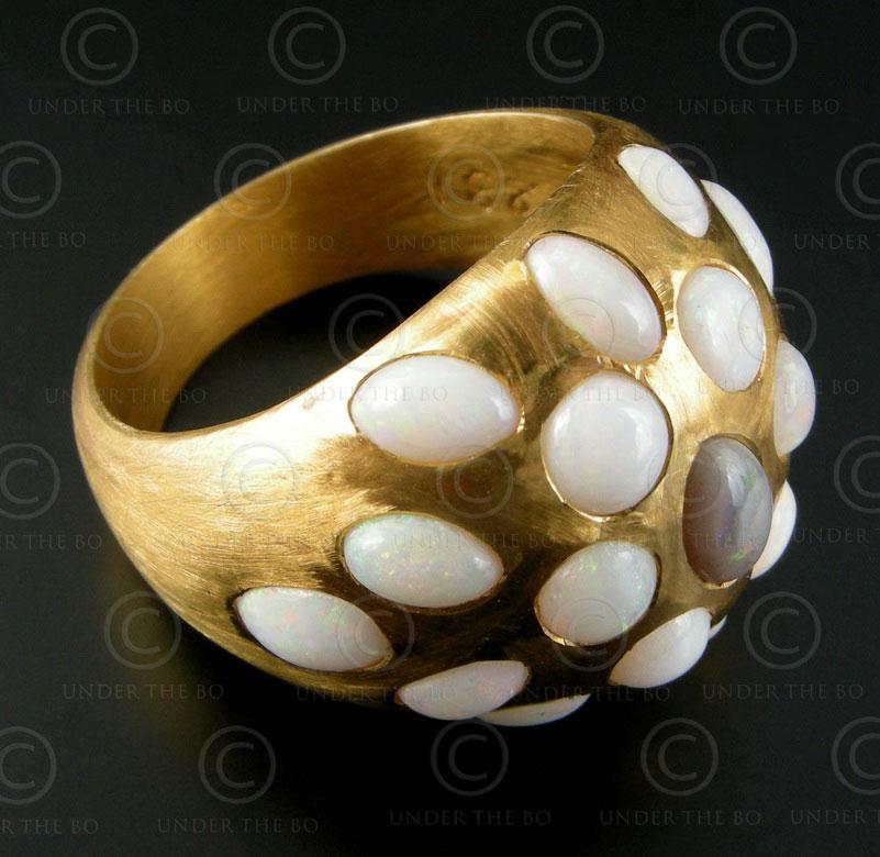 Gold and opals ring R226. François Villaret design.