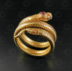 Gold snake ring R298. Northern India.