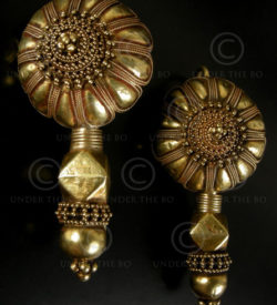 Gold Gujarat earrings E189. Gujarat state, North-West India.