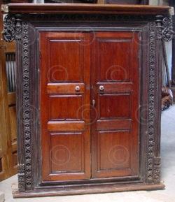 Fenêtre-devanture de placard H53. Karikal. Inde