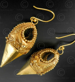 Indian gold earrings E214. Thrissur (formerly Trichur) area, Kerala state, South