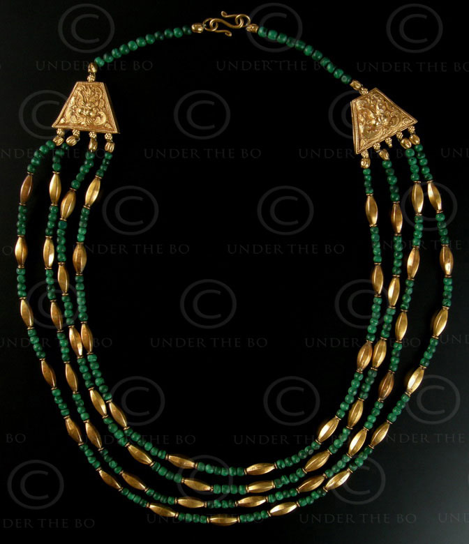 Necklace with malachite and gold 404. Under the Bo workshop.