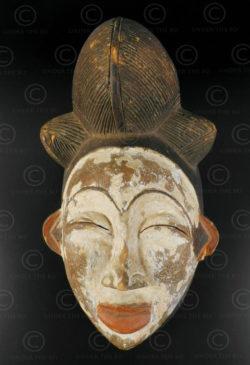 Masque blanc Punu AF159. Culture Punu, Gabon, Afrique équatoriale.