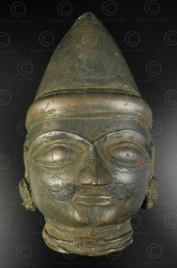 Masque Shiva bronze 16P13A. région du Tulu Nadu. Sud de l'état du Karnataka ou nord Kérala, Inde du sud.