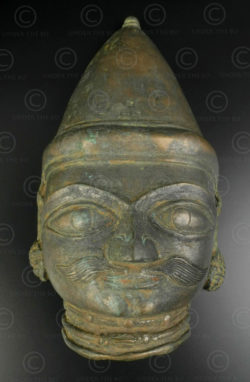 Masque Shiva bronze 16P13B. Culte Bhuta, région du Tulu Nadu. Sud de l'état du Karnataka ou nord Kérala, Inde du sud.