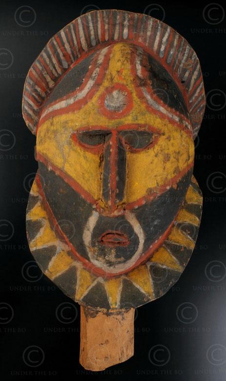 Masque peint abelam 12OL5. Culture abelam du nord, province du Sepik de l'est, P