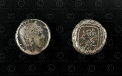 Monnaie inconnue argent C316. Petite pièce argent représentant deux têtes differ