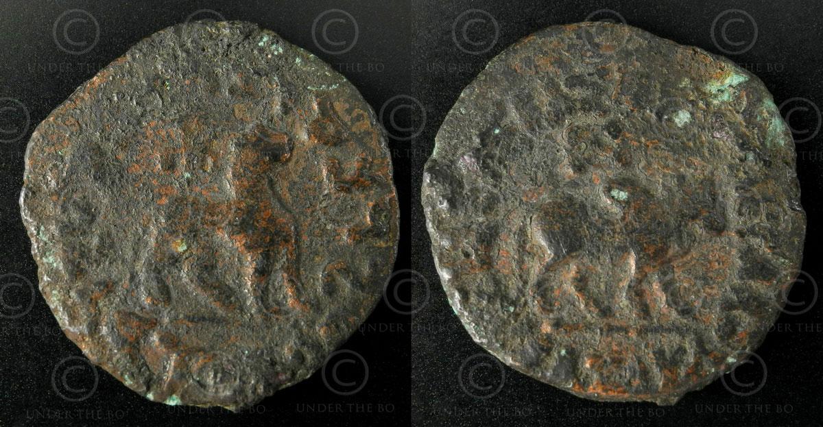 Monnaie Indo-Scythe bronze C257. Héxa-chalkon en alliage de cuivre représentant