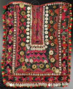 Pakistan tribal embroidery KO94C. Kohistan tribal area, Northern Pakistan mounta