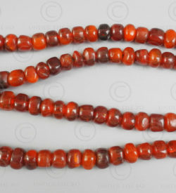 Perles chapelet ambre burmite rouge BD229. Inde, ambre originaire du nord de la