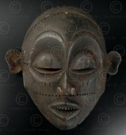 Petit masque tchokwé 12OL08. Culture Tchokwé, Angola, Afrique du sud ouest.