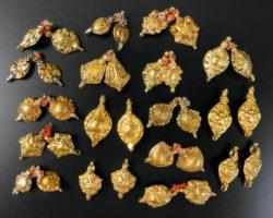 Petits pendentifs or BD274 Petits pendentifs or BD274. Tamil Nadu ou Andhra Pardesh, Inde du sud. Petits pendentifs or BD274