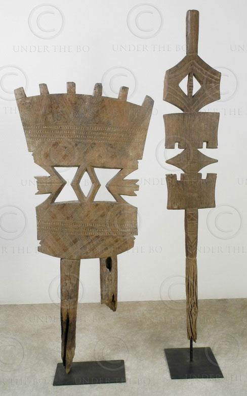 Poteaux touarègs 12TG2. Lot de deux poteaux tigettewin en bois, utilisés pour su