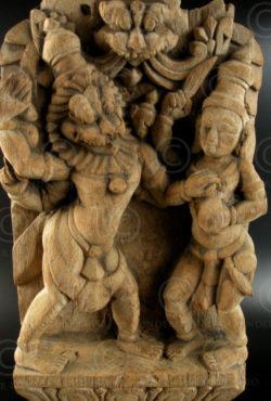 Statue Narasimha bois IN592. Tamil Nadu, Inde du sud.
