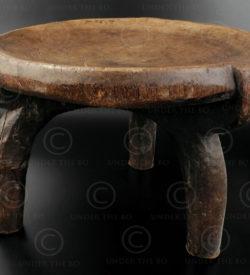 Tabouret héhé 12OL17H. Culture héhé, Tanzanie, Afrique du sud est.