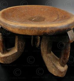 Tabouret makondé 12OL17C. Culture makondé, Tanzanie, Afrique du sud est.