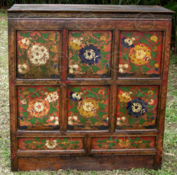 Tibetan cupboard BJ36R. Painted pinewood. Tibet.