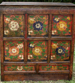 Tibetan cupboard BJ36R. Painted pinewood. Tibet.