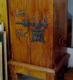 TV cabinet FV15 Jackwood, antique iron lock.