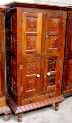 Cupboard V21 Rosewood. India. early 20th cent.