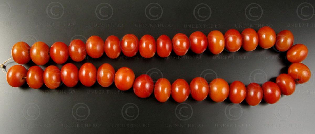 Faux ambre rouge 12VN20A. France. Période Art Déco.