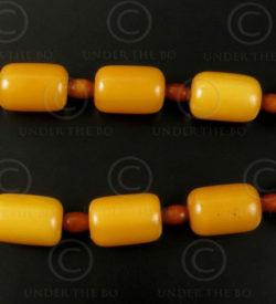 Faux ambre mixte 12VN21. France, origine nord-africaine.