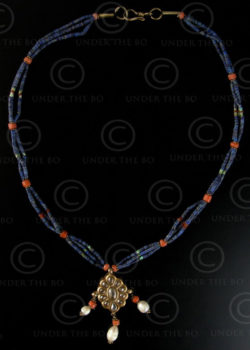 Collier afghan lapis 488A. Or, lapis lazuli, corail et turquoise. Afghanistan.