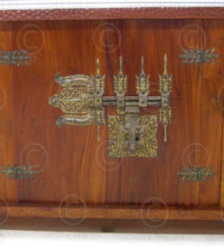 Colonial sideboard FV8 Jackwood, antique Indian iron lock.