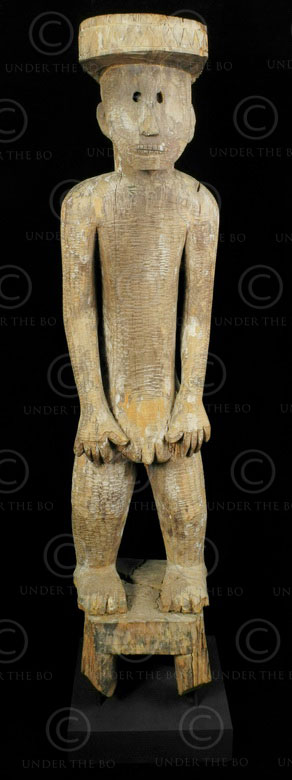 Statue Bornéo BO221. Tribu Dayak Ot Danum. Bornéo. Indonésie