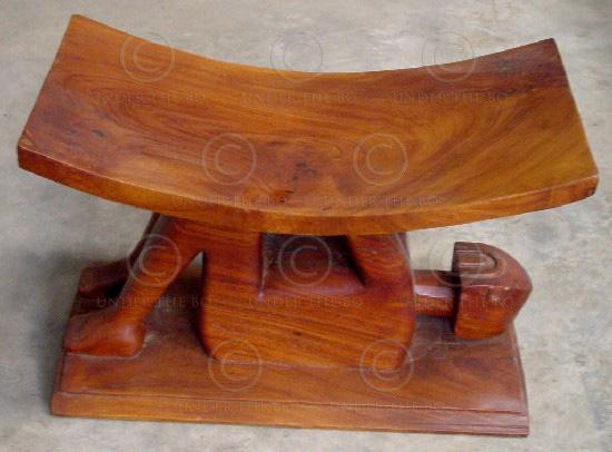 Ashanti stool FV6. Under the Bo workshop.