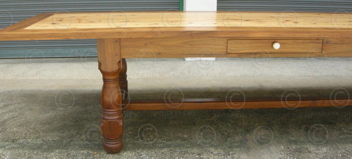 Table de salle à manger FV130. Atelier Under the Bo ...